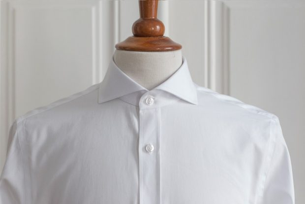 Cutaway collar dress shirt